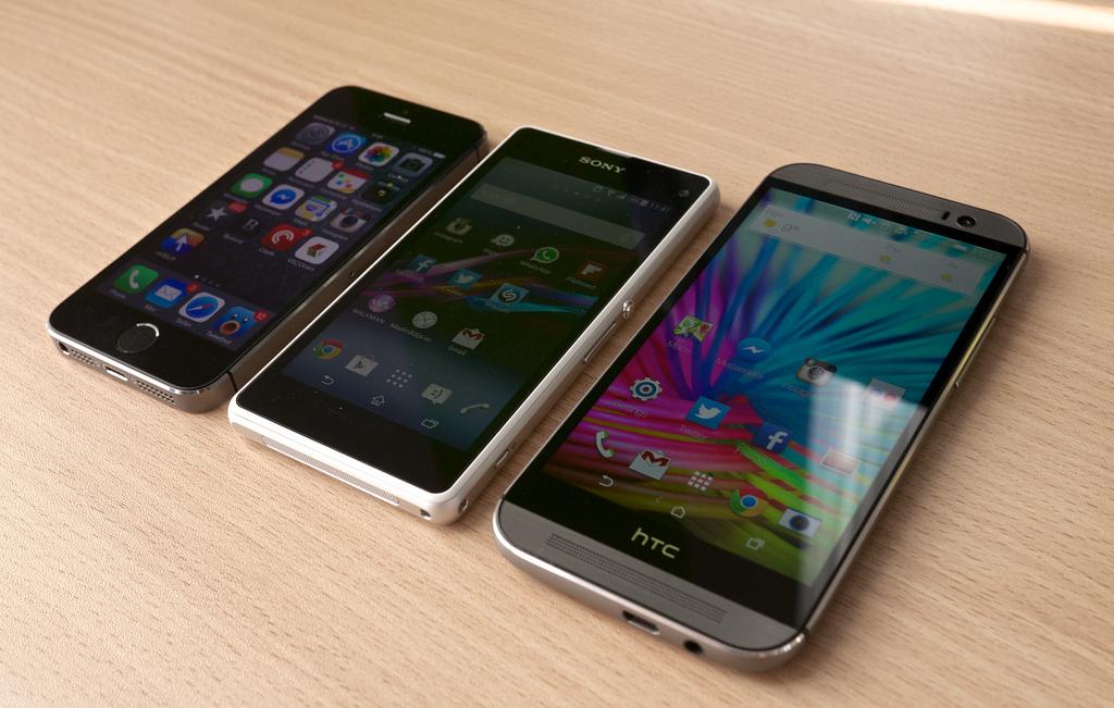 13445036115 0e14a654f1 b - HTC One (M8) vs Sony Xperia Z1 Compact vs iPhone 5S | Flickr
